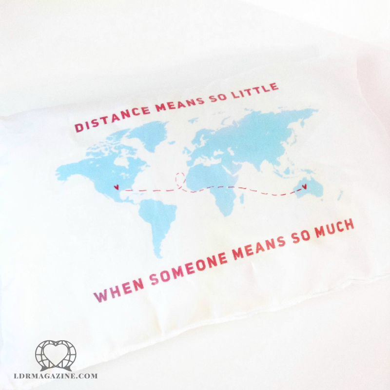country-to-country-ldr-pillow_1